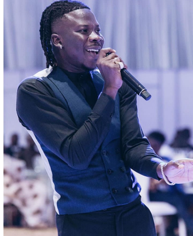 Everyone Is Stingy, You Too Stop Begging. Stonebwoy Lambastes 4 » Best Tech News, Gadgets, FinTech and Telco news.
