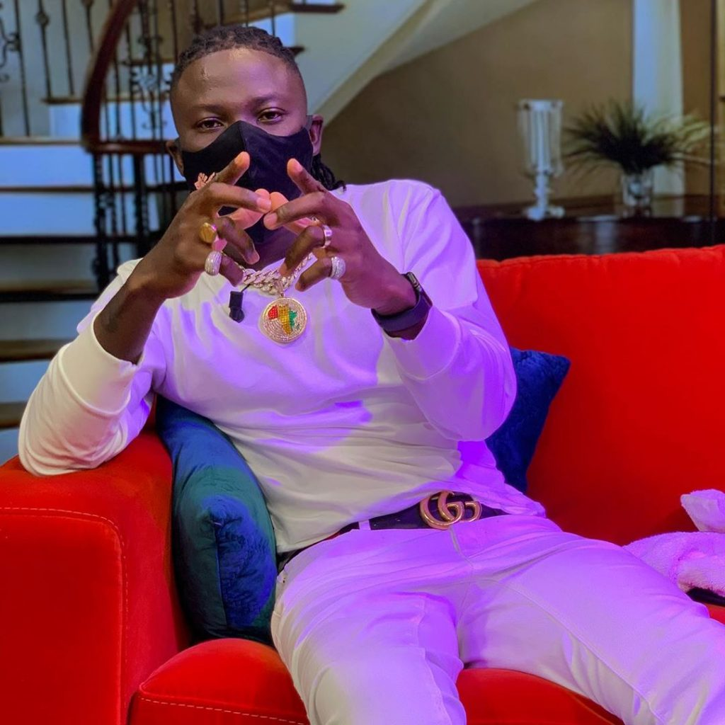 Video: Stonebwoy Triumphant Entry To UTV 2 - Globecalls.com is a 24/7 Entertainment News Outlet In West Africa Serving Its Readers With The Best In Music, News, Events, And World Happenings.