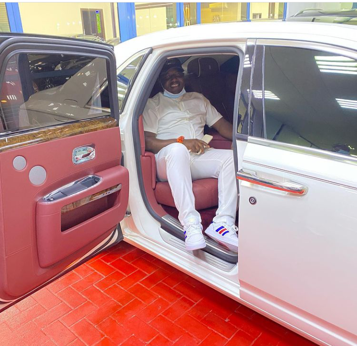 Dubai Radar On Nigerians: Another Billionaire Picked After Displaying Stacks Of Cash 2 » Best Tech News, Gadgets, FinTech and Telco news.