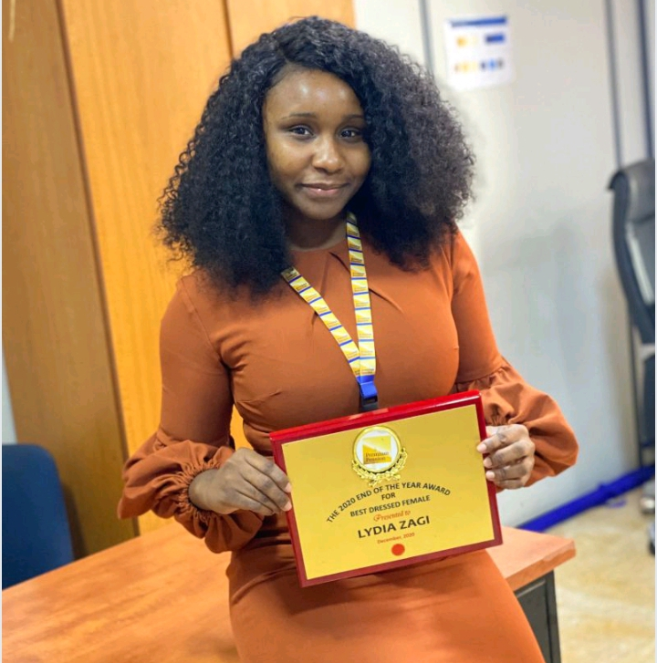 Appearance Matters; Lady Won Prestigious Award For Dressing Neat 2 » Best Tech News, Gadgets, FinTech and Telco news.
