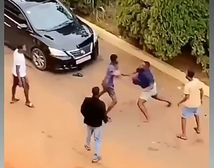 Two KNUST Students Boys Exchanged Blows Over A Girl.